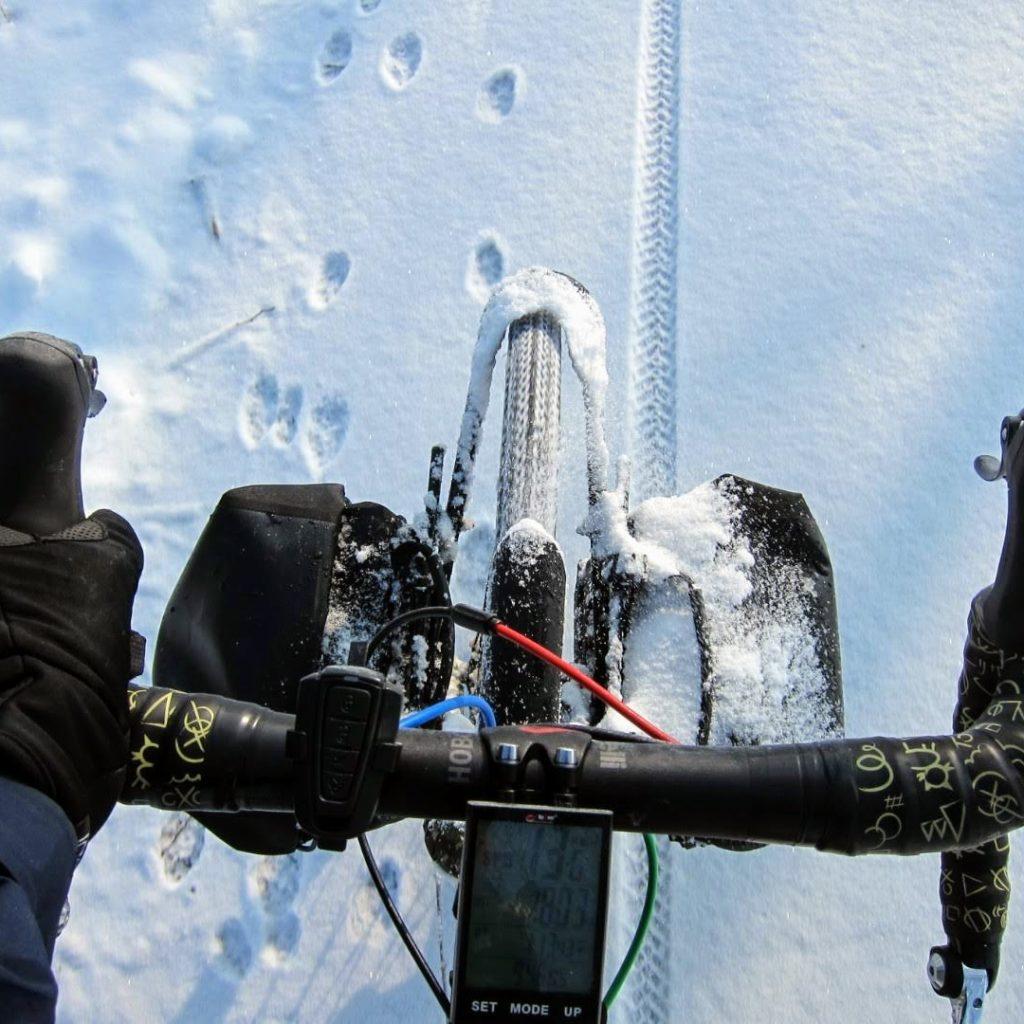 cyclotouriste neige