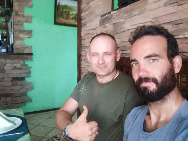 douanier ukrainien au restaurant